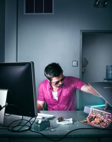 Brad Pitt - Pornografia en el Trabajo (Wired. Foto: Dan Winters)