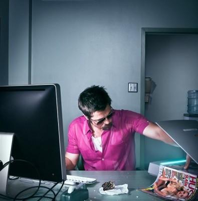 BradPitt-Wired-Pornografia-en-el-Trabajo-395x5001