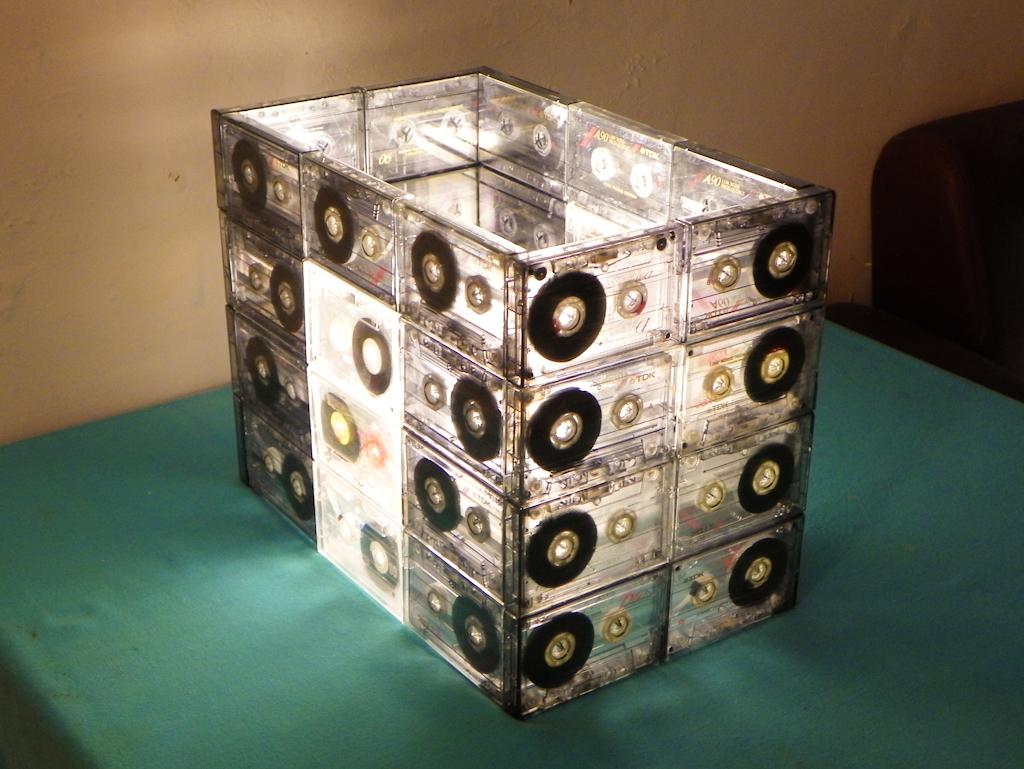 Tutorial c mo hacer una l mpara con cassettes - Lamparas de techo hechas en casa ...