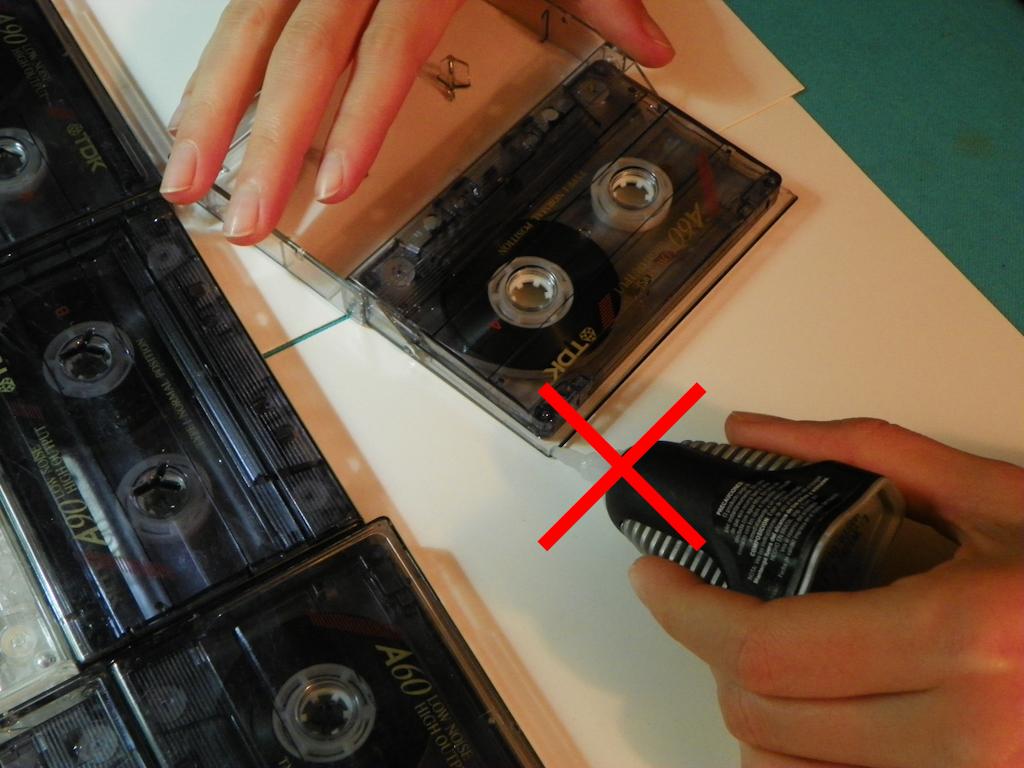 Tutorial Lámpara de Cassettes: No pegar las puntas con pegamento de contacto