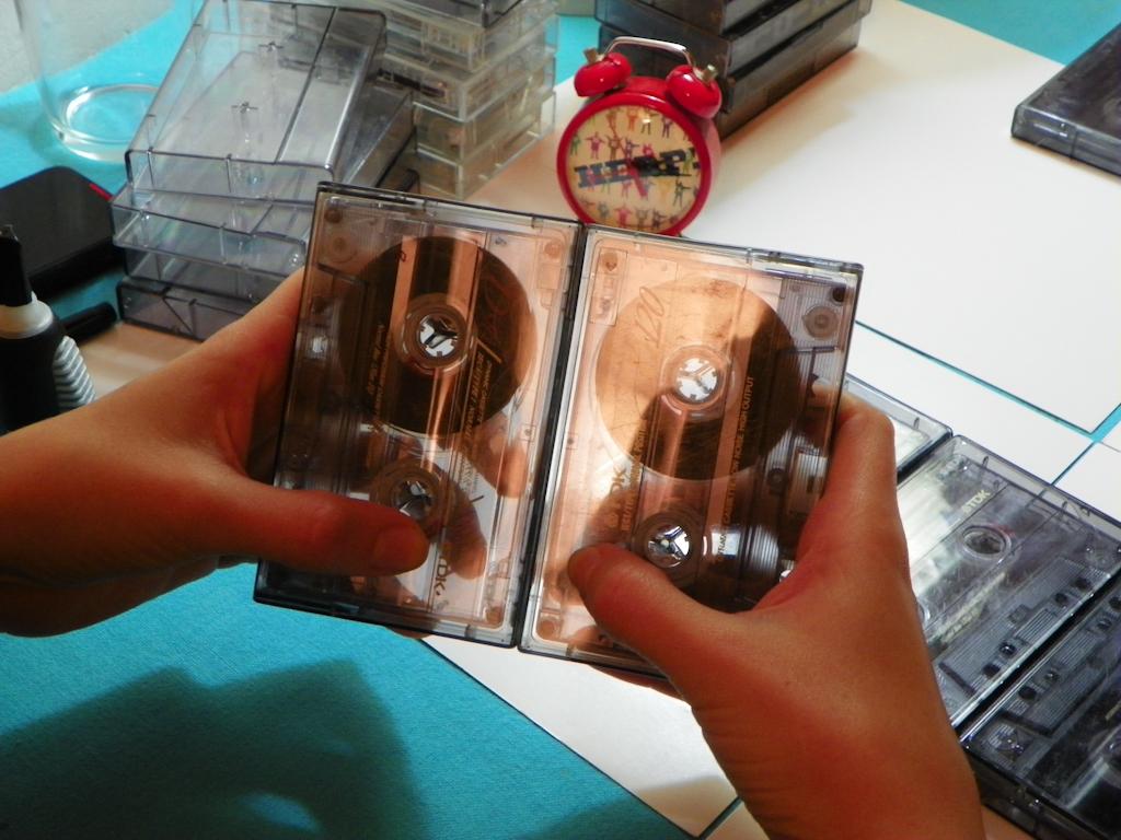 Tutorial Lámpara de Cassettes: Pegado de Cajas