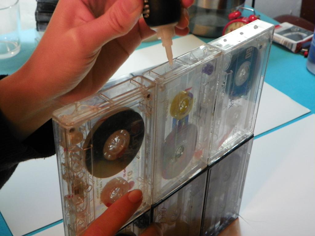 Tutorial Lámpara de Cassettes: Ensamblando las filas y columnas de cintas