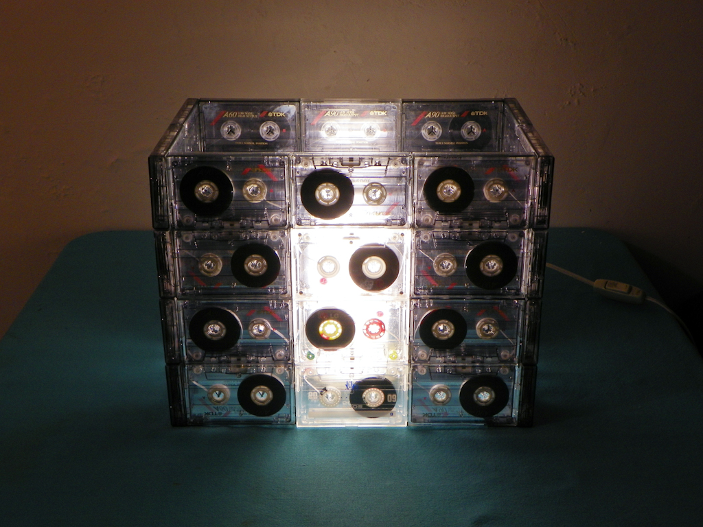Tutorial Lámpara de Cassettes: Final Encendida (Vista Frontal)
