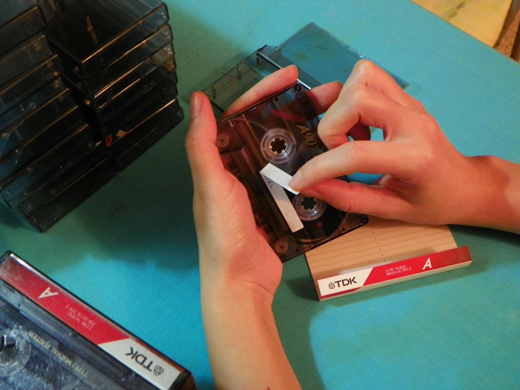 Tutorial Lámpara de Cassettes: Quitando las etiquetas