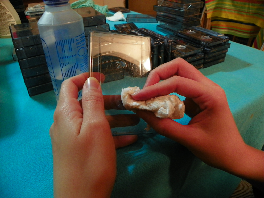 Tutorial Lámpara de Cassettes: Limpieza