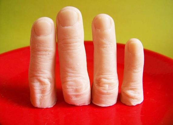 Jabones de baño con forma de dedos humanos mutilados