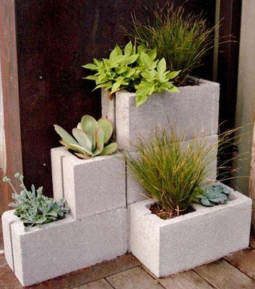 maceteros caseros con bloques de cemento - Jardines Verticales Caseros