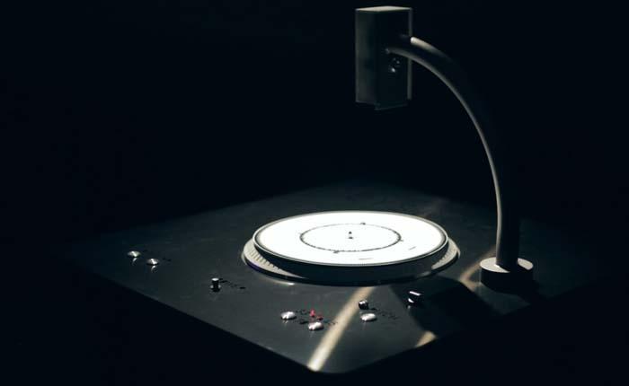 Dyskograf - Instalación de tocadiscos gráfico