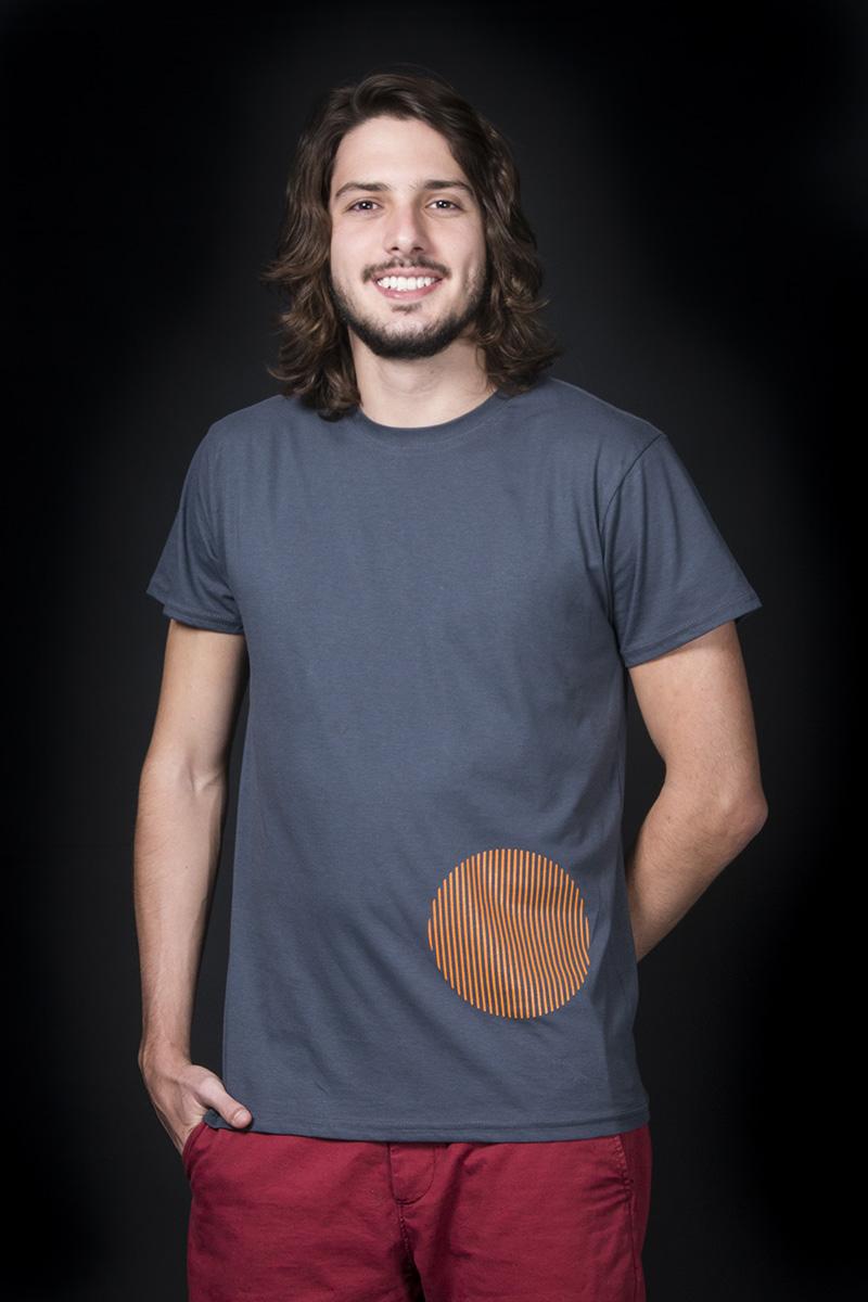 """Camiseta inspirada en la obra """"La Esfera de Caracas"""" de Jesús Soto, 1996. Por COBA"""