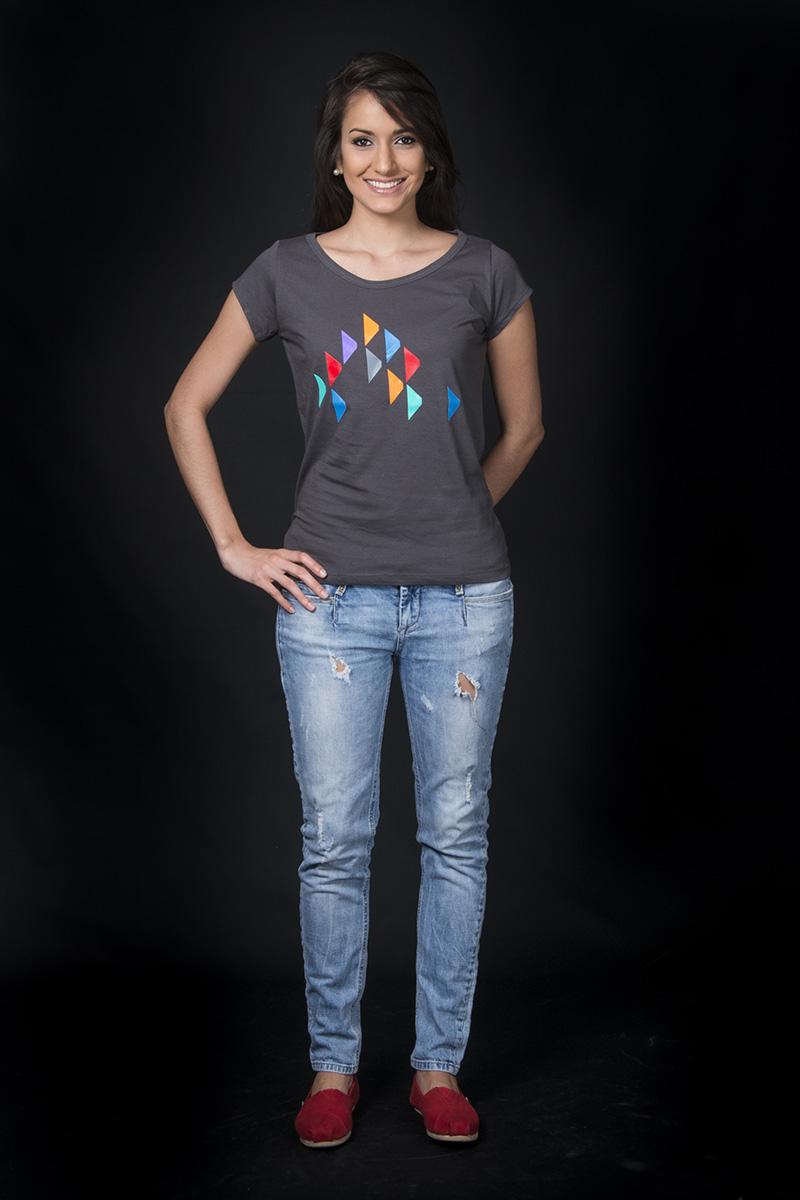 """Camiseta inspirada en la obra """"Los Cerritos"""" de Alejandro Otero, 1967. Por COBA"""