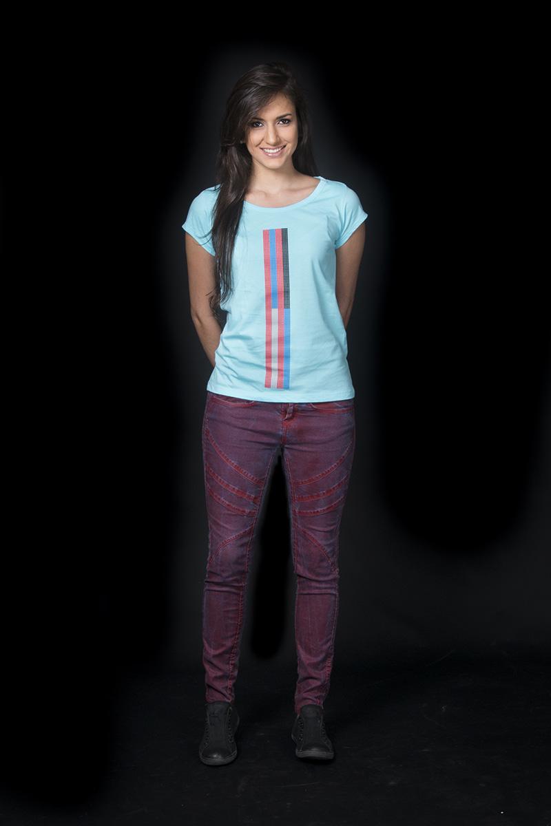 "Camiseta inspirada en el mural ""Uracoa"" de Mateo Manaure, 2012. Por COBA"