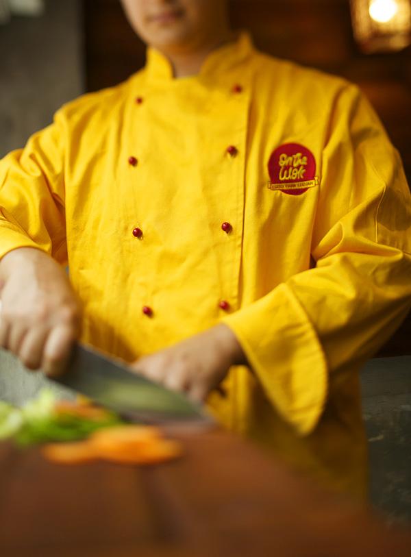 On The Wok - Restaurante Comida Asiática - Identidad Gráfica (Uniformes)
