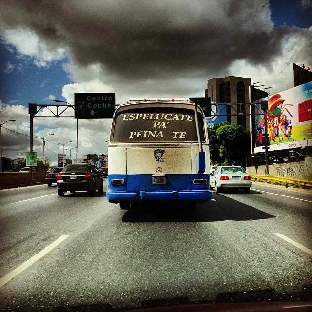 """Camionetica """"Espelúcate pa' peinate"""" (Autopista Francisco Fajardo, Caracas). Foto por: @maku1105"""