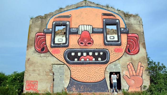 Mr. Thoms (Diego Della Posta)