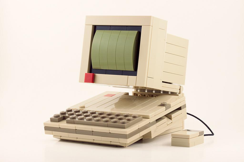 """""""Apple 2C"""" en Lego, por Chris McVeigh"""